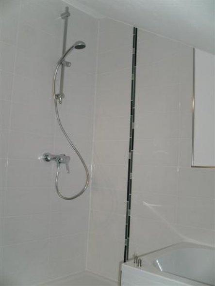 Noch ohne Duschabtrennung aus  Glas die später gesetzt wurde da Lieferverzug