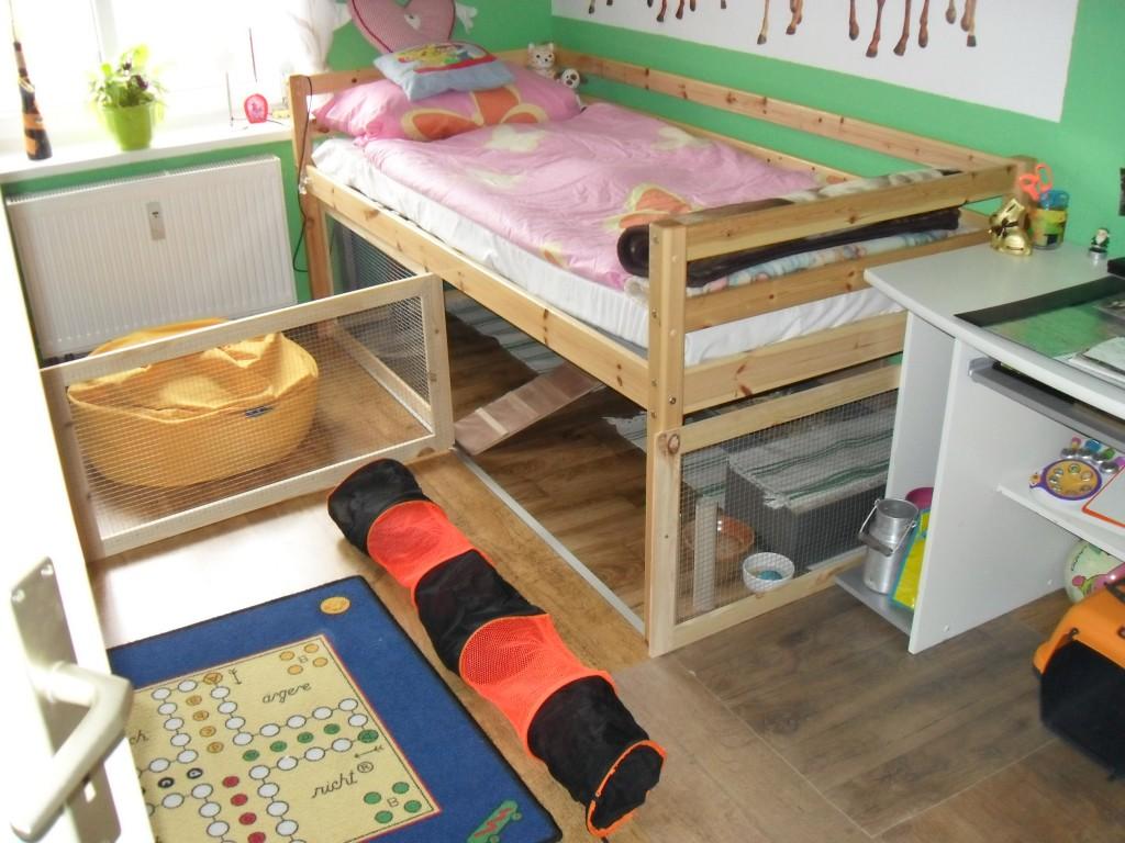 elegantes teppich unterm bett ebenbild erindzain. Black Bedroom Furniture Sets. Home Design Ideas