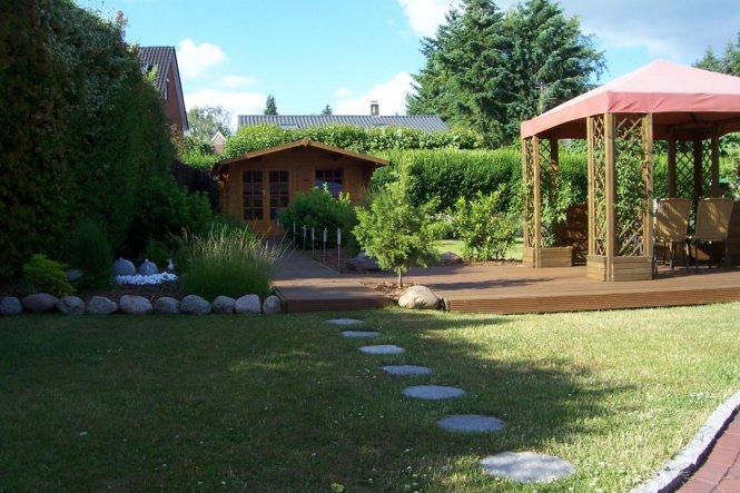 Dies ist der Blick in den Garten von der gemütlichen Ecke aus.
