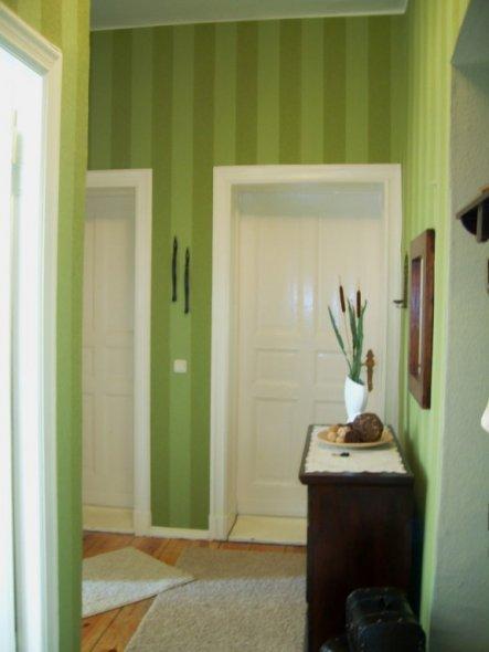 Richtung Wohn- und Schlafzimmer fotografiert
