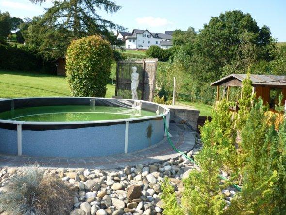 pool schwimmbad 39 pool 39 eingang herzlich willkommen zimmerschau. Black Bedroom Furniture Sets. Home Design Ideas