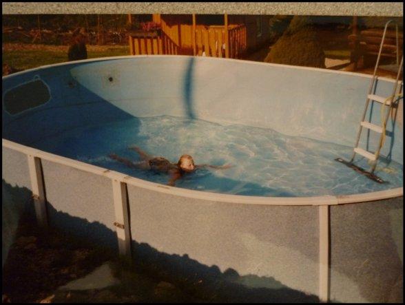 Ganze 10 Stunden hat es damals gebraucht den Pool zu füllen. Das Bild ist von 2002.