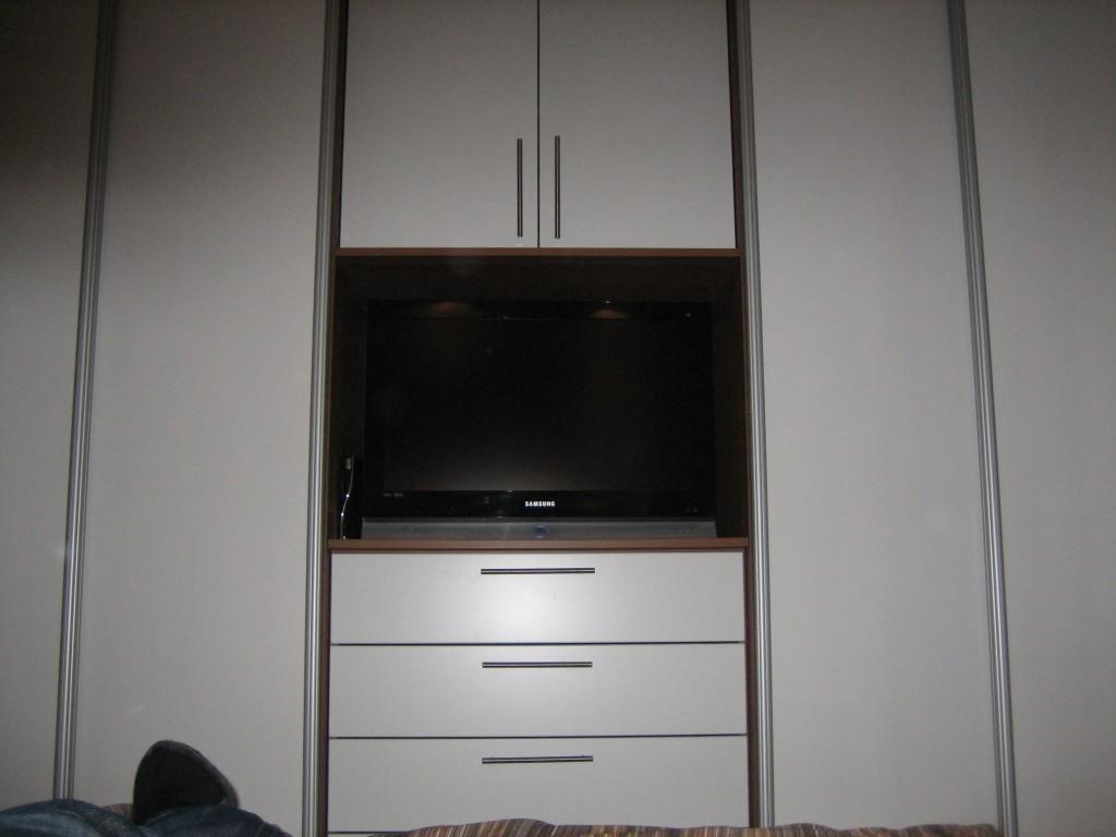 Stunning Schlafzimmerschrank Mit Tv Pictures - Amazing Home Ideas ...
