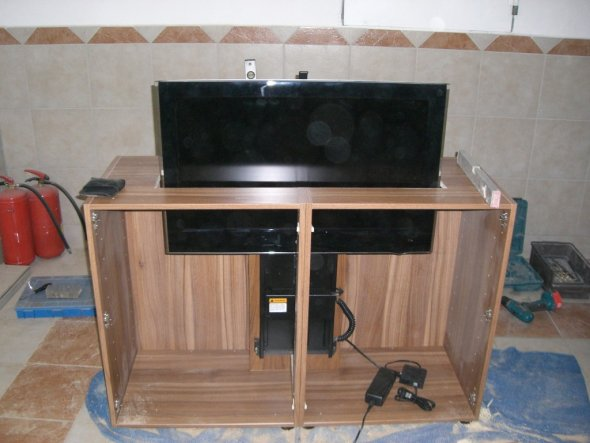 Fernsehschrank versenkbar  Tipp von hofiprofi: Versenkbarer Fernseher im Eigenbau - Zimmerschau