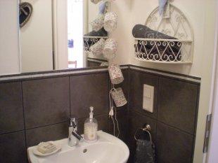 bad 39 g ste wc 39 hauptstadt feeling zimmerschau. Black Bedroom Furniture Sets. Home Design Ideas