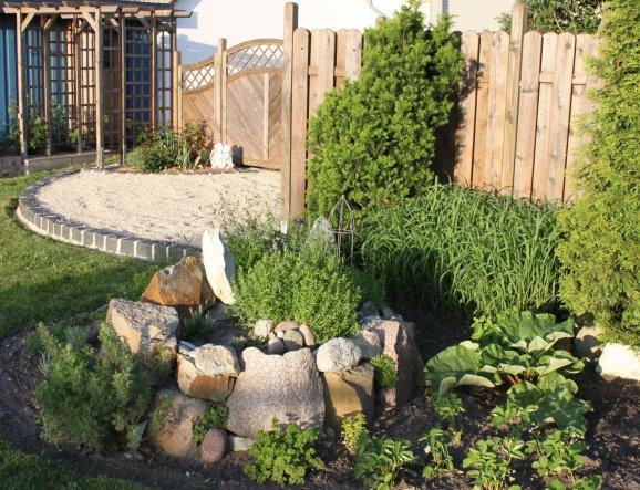 2010 angelegt, leider mussten in diesem Frühjahr einige Pflanzen ersetzt werden.