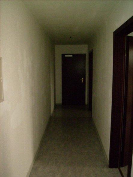 flur diele 39 langer flur 39 meine neue wohnung zimmerschau. Black Bedroom Furniture Sets. Home Design Ideas