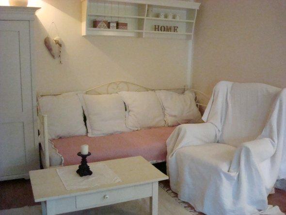 wohnzimmer 39 kuscheliges zuhause 39 living at home shabbygarden zimmerschau. Black Bedroom Furniture Sets. Home Design Ideas