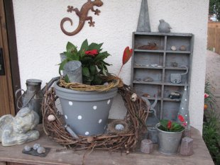 Hausfassade / Außenansichten 'Shabby Gartenecken'