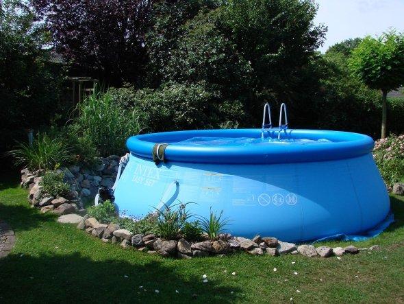 Garten 39 pool und poolhaus 2011 39 mein domizil zimmerschau for Garten pool quick up