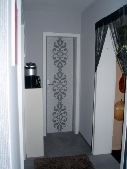 tipp von schuetze tapete auf eine t r zimmerschau. Black Bedroom Furniture Sets. Home Design Ideas