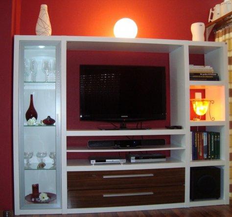 Regalwand für TV usw.
