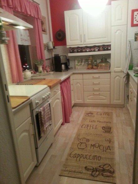Da meine Küche recht klein ist war es anfänglich nicht einfach etwas gemütliches daraus zu machen. Also entschied ich mich für eine typische Landhausk