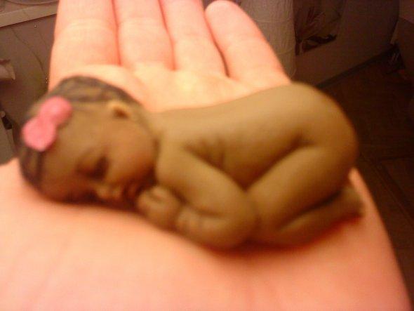 Das Baby habe ich mit hilfe einer Silikonform gemacht ;-)