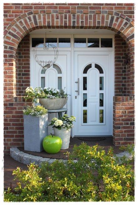 Hausfassade / Außenansichten '★ Eingang und Vorgarten'