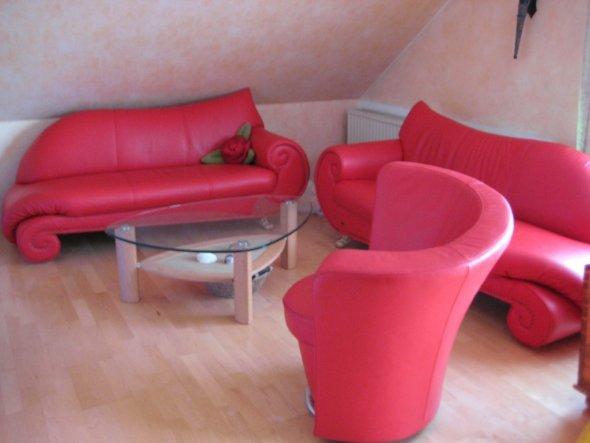 Wohnzimmer 39 wohnzimmer 39 philomenia 39 s reich zimmerschau for Couch 3 2 1 garnitur