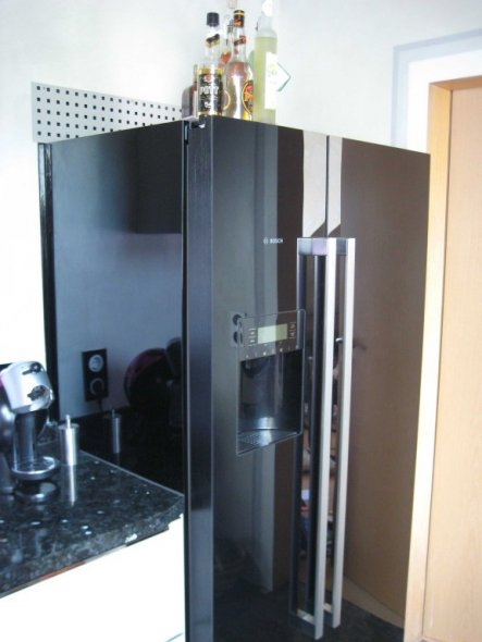 Unser neuer Kühlschrank, der auch Eiswürfel herstellt. Möchten wir nicht mehr missen...