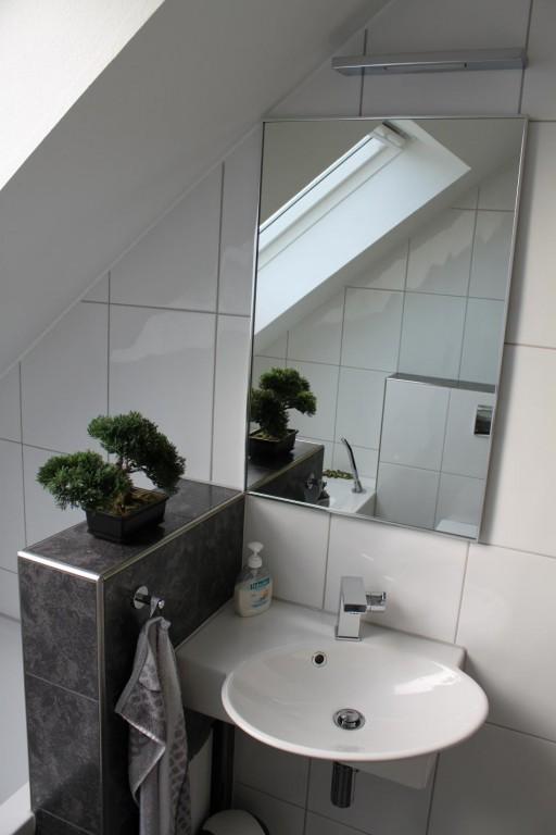 Badezimmer klein haus design und m bel ideen for Badezimmer design klein