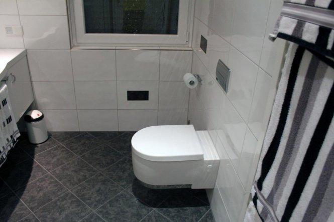 bad 39 badezimmer gro 39 meine wohnung zimmerschau. Black Bedroom Furniture Sets. Home Design Ideas