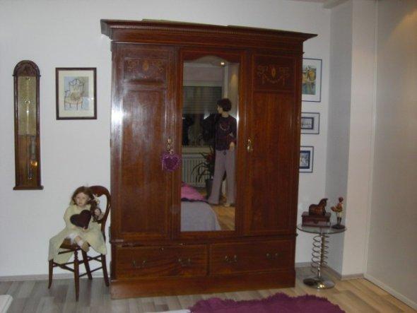 ein altes Stück im renoviertem Zimmer