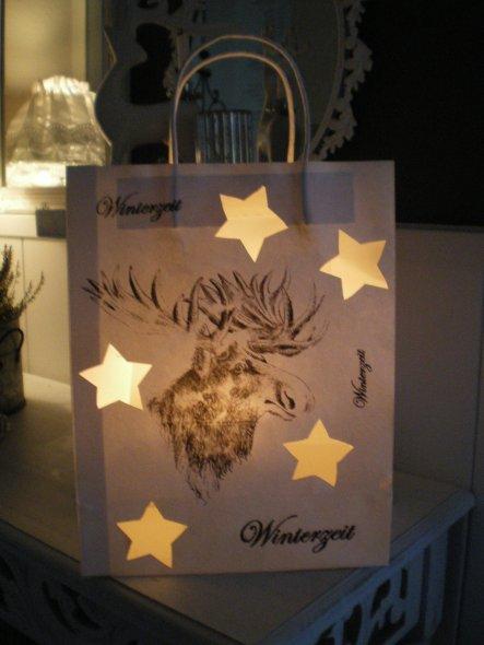Tüte beschriftet und Sterne ausgeschnitten, machen einen tolles Licht  !