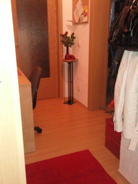 flur diele 39 flur mit arbeitsbereich 39 meine erste eigene wohnung zimmerschau. Black Bedroom Furniture Sets. Home Design Ideas