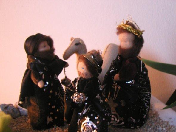 Die Heiligen drei Könige verweilen in der Wüste.