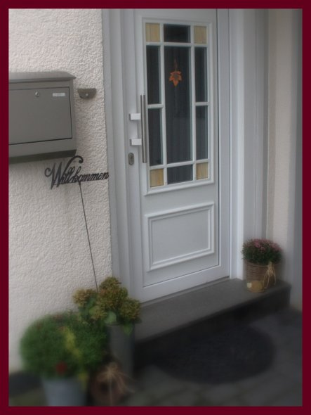 hatte gesehen, dass ich das Foto mit der  Haustür versehentlich gelöscht habe...sorry!