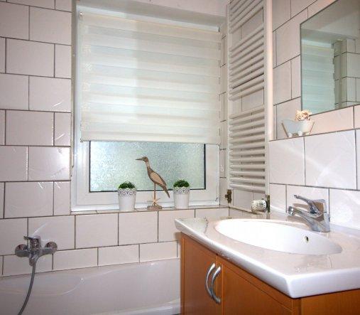 Bad 39 badezimmer 39 kleinfeinmein zimmerschau for Raffrollo bad
