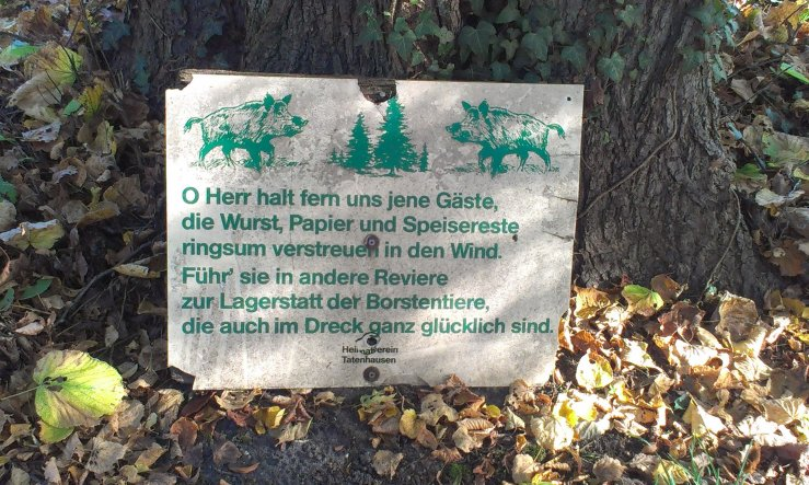 """bei diesem Schild meinte mein Mann: """"Das kenne ich noch aus meiner Kindheit! Damals hing es allerdings hoch oben am Baum...!"""""""