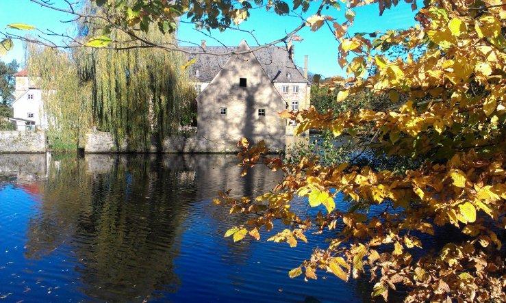 ein Spaziergang rund um´s Wasserschloß ... hatte leider nur das handy mit, aber die Fotos sind erstaunlich gut geworden.... naja, bei dem Traum-Herbst