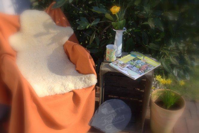 5.März 2013: Hier lässt es sich aushalten, bei einem Becher Milchkaffee und Gartenlektüre... im Herrlichsten ☼März☼Sonnenschein☼