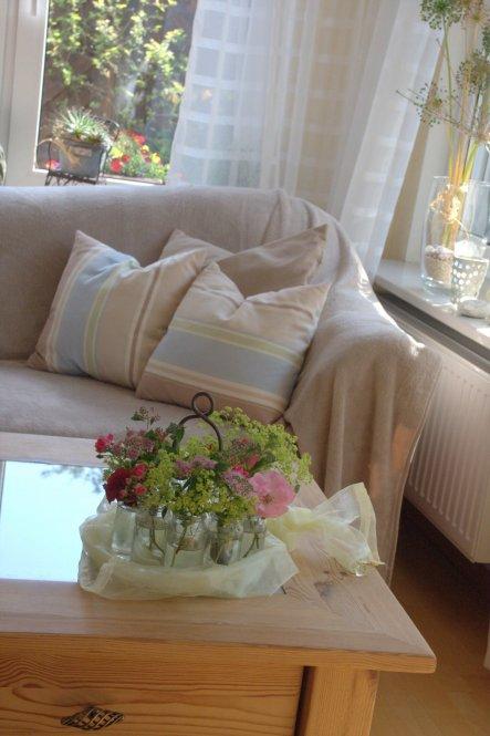Nach einigen Jahren in Rot/Orange Farben und Herbsttönen hatten wir mal Lust auf was neues: Diese Sofaüberwürfe überbrücken die Zeit bis zu einer neue