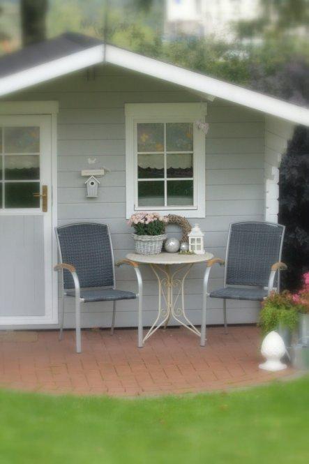 da liebe Freunde anlässlich unserer Silbernen an uns gedacht haben, stehen nun diese beiden Alu-Geflecht-Teakholz-Sessel in Grau vor unserer Gartenhüt