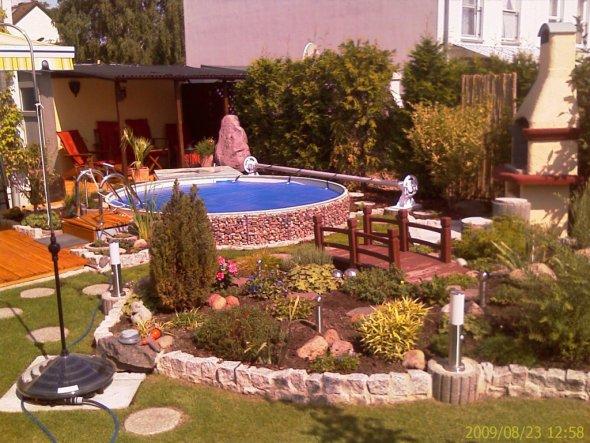 pool schwimmbad 39 pool und garten 39 madini 39 s reihenhaus mani zimmerschau. Black Bedroom Furniture Sets. Home Design Ideas