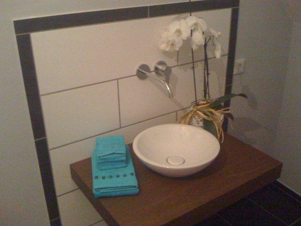 Unser Gästebad ist noch nicht ganz fertig.Ein Spiegel fehlt noch.Hab bis jetzt noch keinen gefunden :-(