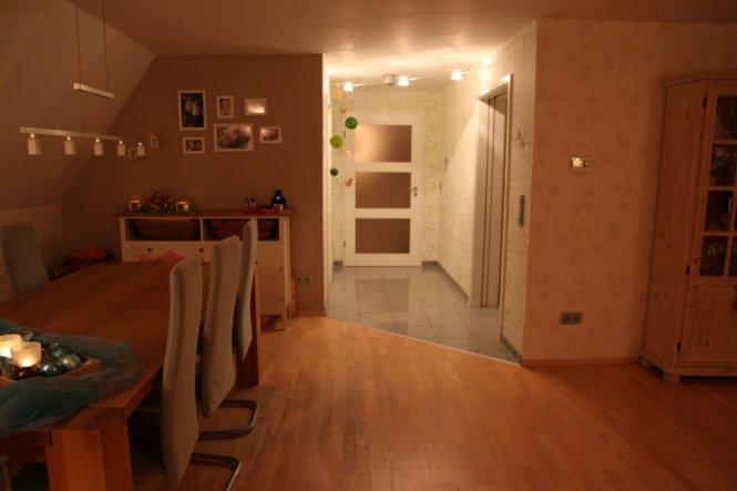 vom Esszimmer aus fotografiert- rechts die Küche, links die Speisekammer