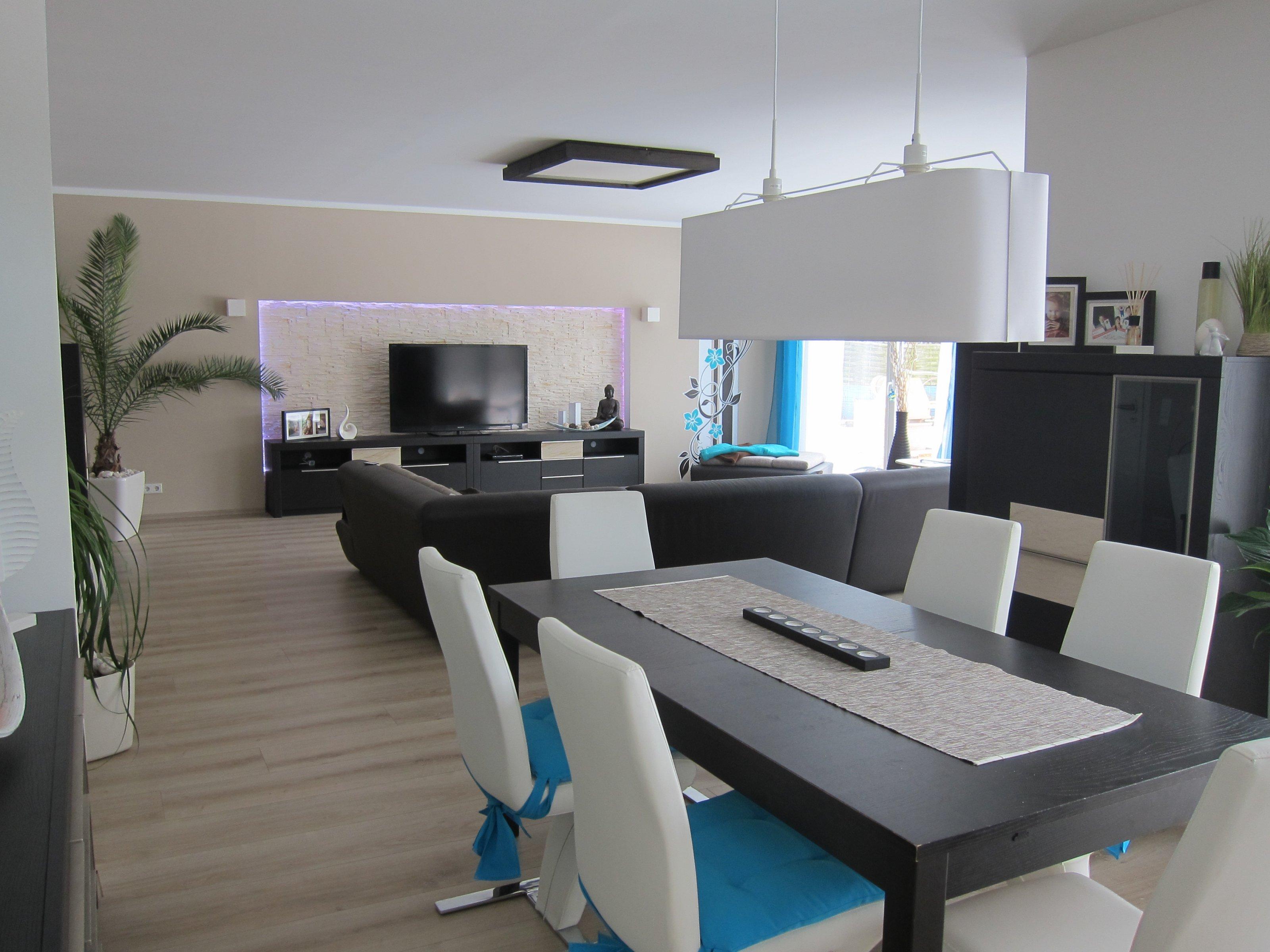 wohnzimmer 39 wohn esszimmer k che in neuem glanz 39 unser traum vom haus zimmerschau. Black Bedroom Furniture Sets. Home Design Ideas