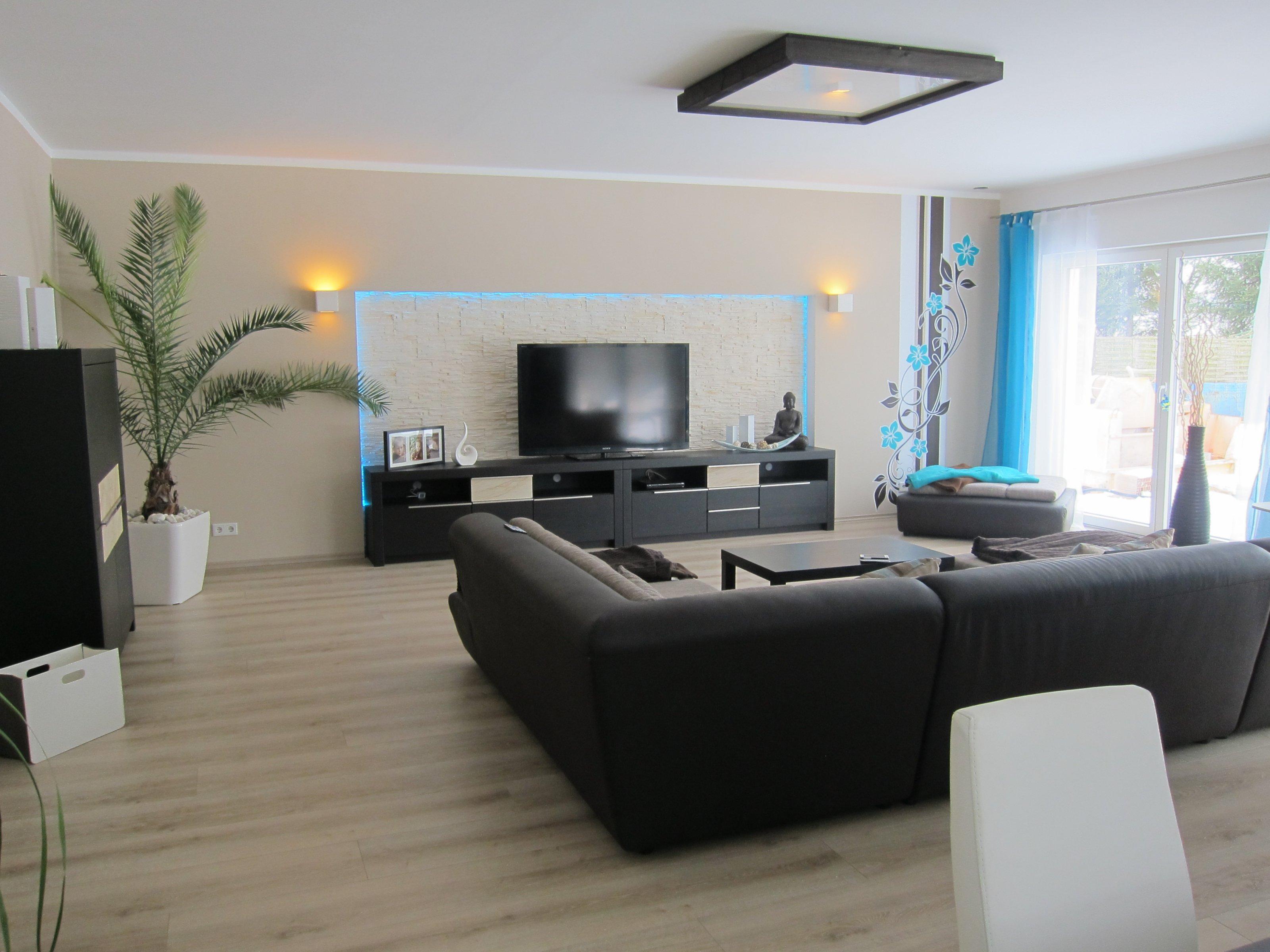 Wohnzimmer 39 wohn esszimmer k che in neuem glanz for Moderner raum