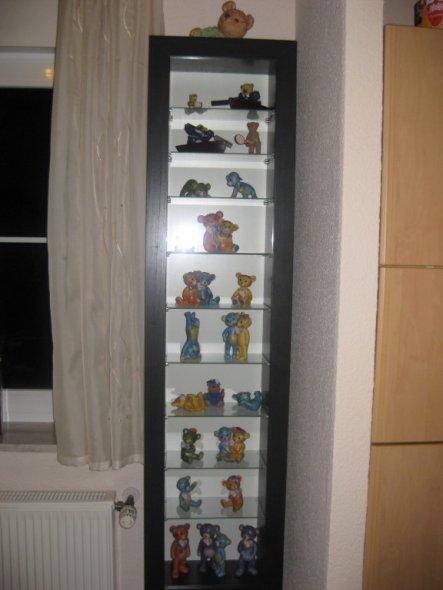 Meine Teddys von Rosina, mit Blick auf dem Kühlschrank der offenen Küche