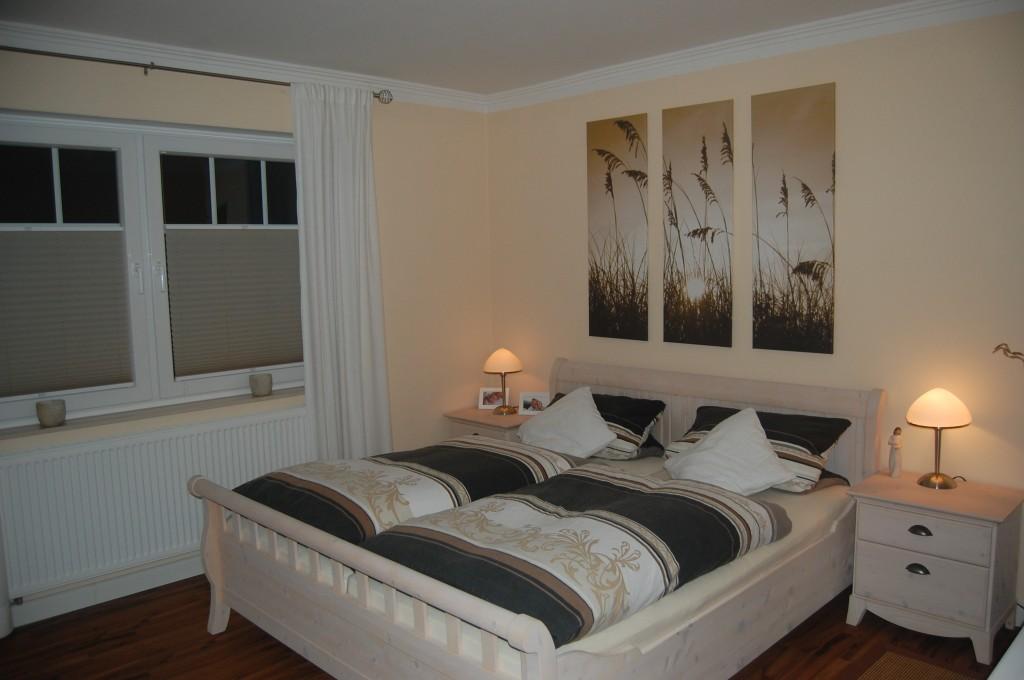 schlafzimmer 39 gem tlich und schlicht 39 nobila zimmerschau. Black Bedroom Furniture Sets. Home Design Ideas