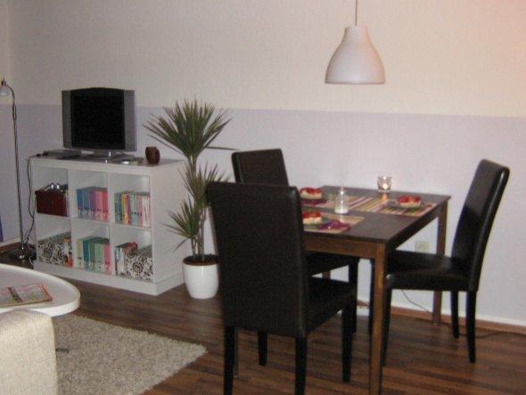 wohnzimmer 39 wohn und esszimmer 39 kleine wohnung zimmerschau. Black Bedroom Furniture Sets. Home Design Ideas
