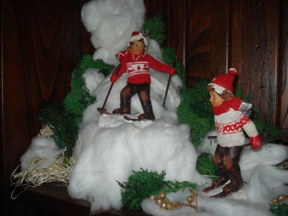 Da wir in Rom ja fast nie Schnee sehen, habe ich mir zwei kleine Skifahrer in die Wohnung gestellt und meinen eigenen Schnee hergestellt :-)