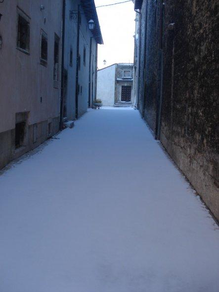 Eine Strasse... und der frische Schnee