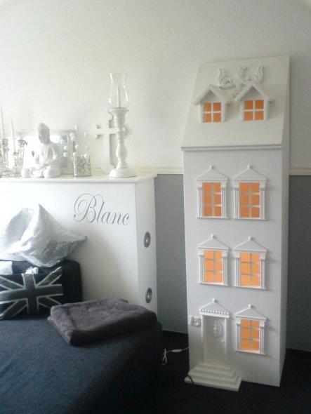 Selbst gebautes Puppenhaus mit beleuchtung