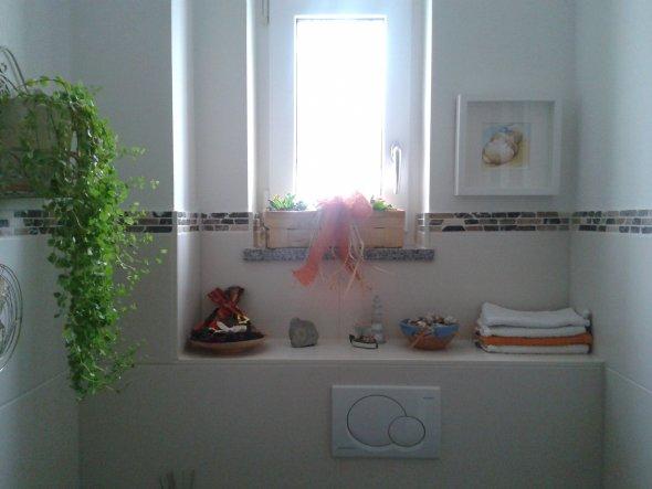 bad 39 g stetoilette 39 gr n und stadtnah zimmerschau. Black Bedroom Furniture Sets. Home Design Ideas