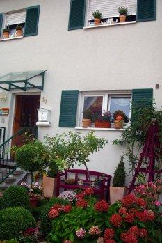 Unser Vorgarten/Vorderansicht Haus