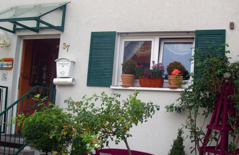Unser Vorgarten/Vorderansicht Haus von klausundute1