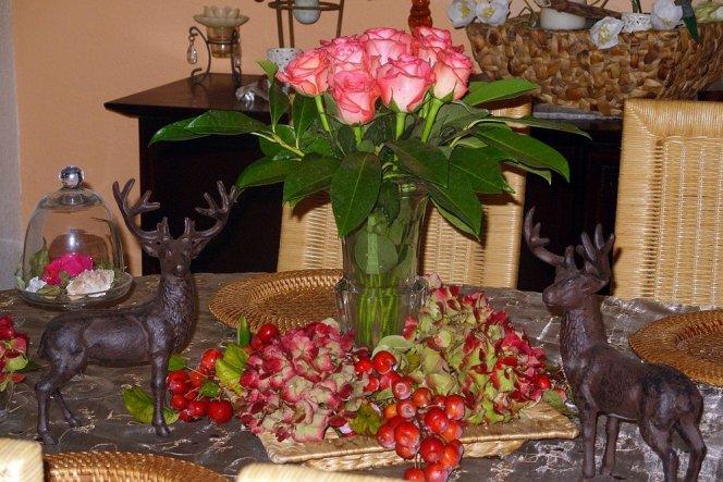 mit Hortensien, Zieräpfeln, Rosen, Lorbeer und meinen geliebten Hirschen