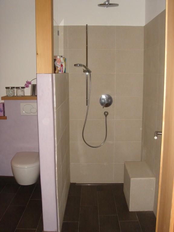 dusche hinter wand badezimmer badezimmer mit best moderne dusche und badewanne bestimmt fur. Black Bedroom Furniture Sets. Home Design Ideas